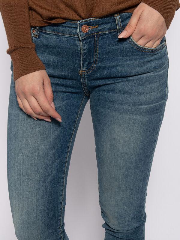 Mina Jeans